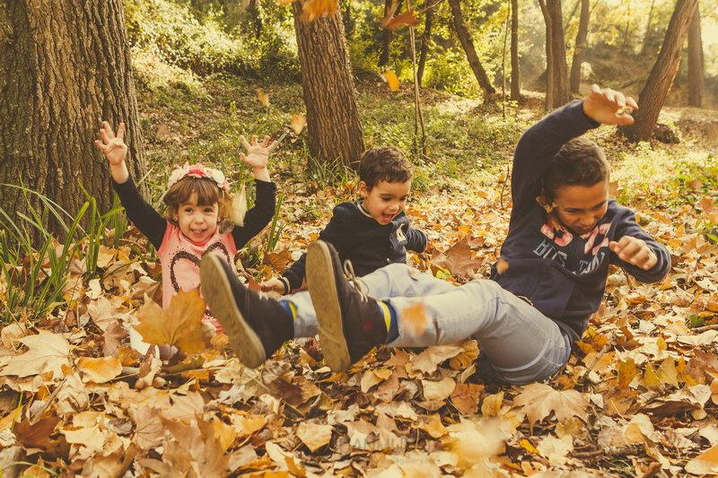 fotografía de exterior, fotografía infantil, Sesión fotográfica en el bosque,