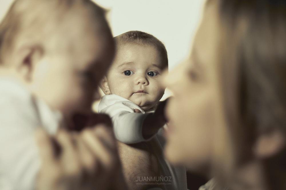 Sesión de estudio en familia, fotografía infantil, fotografía de estudio.